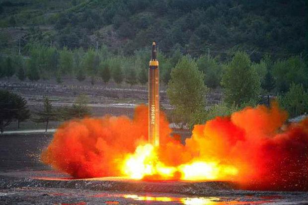 """Kim Jong-un tươi cười ăn mừng phóng tên lửa """"hạt nhân"""" - 3"""