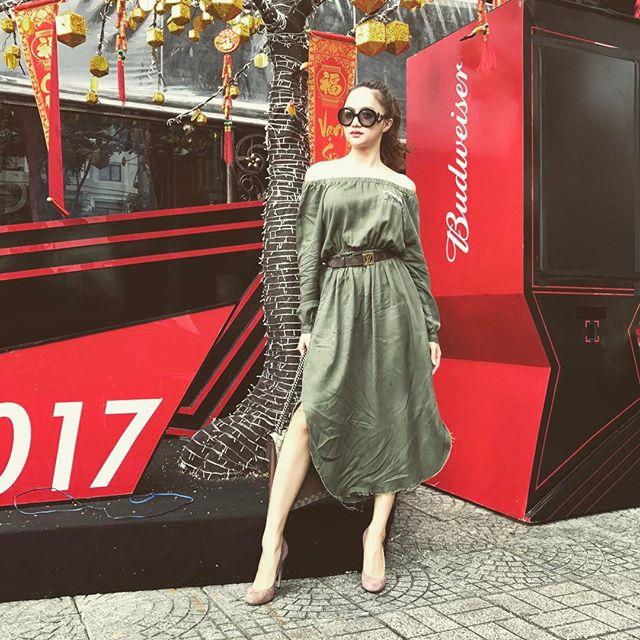 """Váy áo """"lả lơi như sắp rơi"""" của ca sĩ Việt đang bị """"ném đá"""" - 12"""