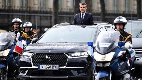 Tân Tổng thống Pháp nhậm chức bằng xe bình dân - 1