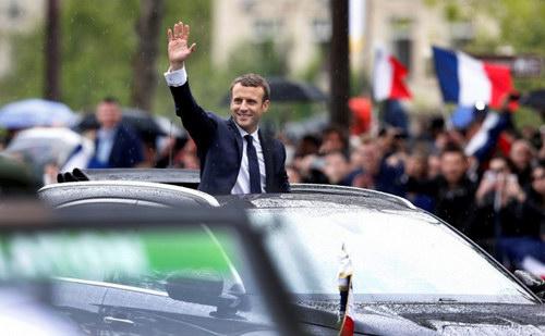 Tân Tổng thống Pháp nhậm chức bằng xe bình dân - 2