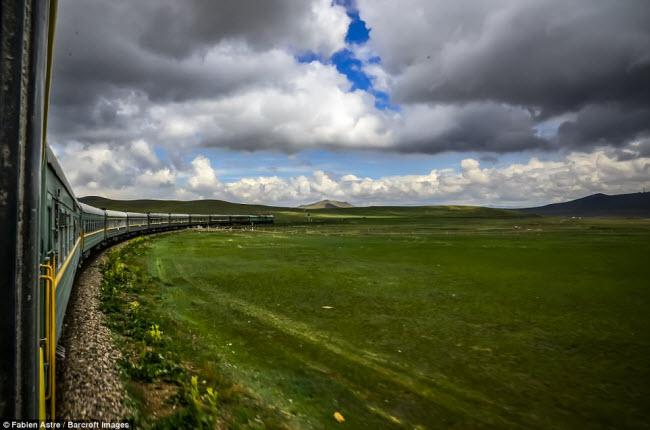 """Trải nghiệm có """"một không hai"""" trên chuyến tàu chạy xuyên Mông Cổ - 1"""