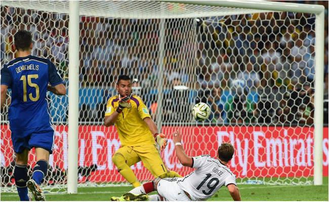 Loại De Gea, chọn Romero: Sai lầm thế kỷ của Mourinho? - 1