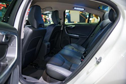 Volvo S60 Polestar: Sedan hạng sang giá 1,4 tỷ đồng - 8