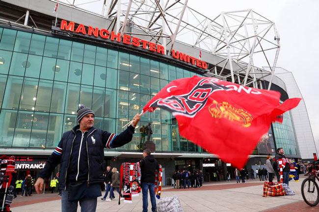 Mourinho tệ hơn Van Gaal, Moyes: MU vẫn kiếm 1 tỷ bảng - 1