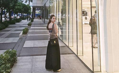 Angela Phương Trinh, Midu diện váy ngắn khoe chân dài thon nuột - 10