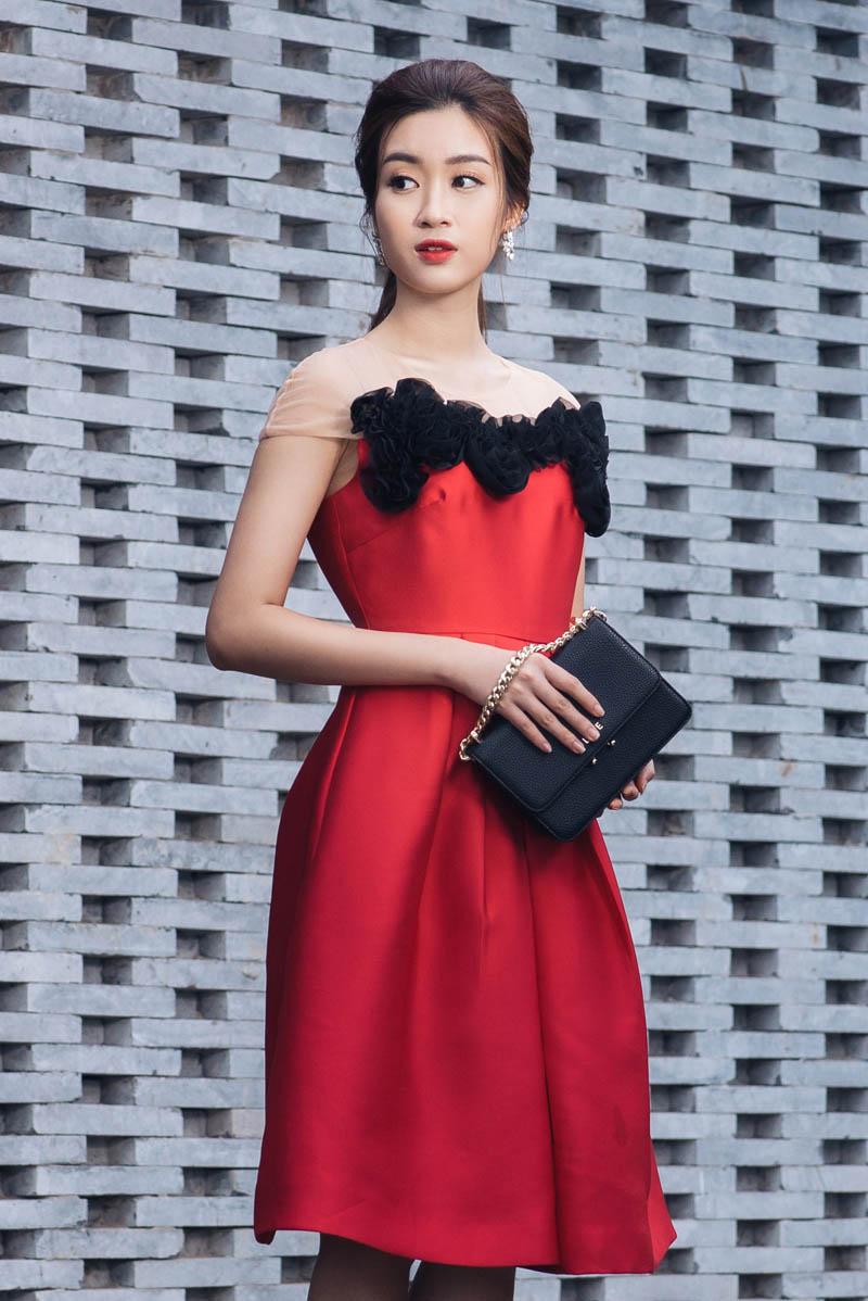 Hoa hậu Mỹ Linh kiếm được tiền vẫn xin phép mẹ mua hàng hiệu - 6