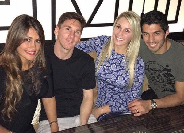Có bồ đại gia, bạn gái Messi vẫn hùn vốn với vợ Suarez bán giày - 6