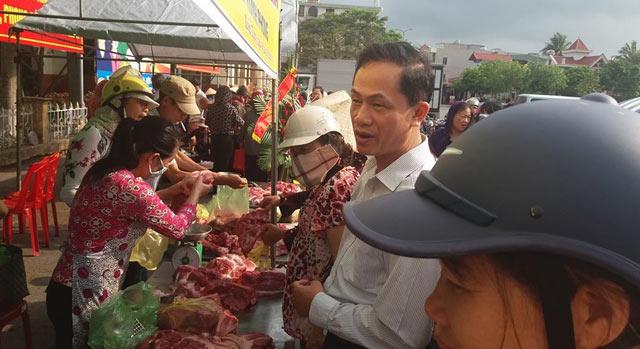 Hội ND Hải Phòng giúp nông dân bán hàng trăm con lợn - 1