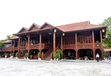 Cận cảnh ngôi nhà gỗ lim có giá 200 tỷ của đại gia Điện Biên - 1