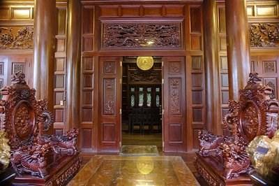 Cận cảnh ngôi nhà gỗ lim có giá 200 tỷ của đại gia Điện Biên - 8
