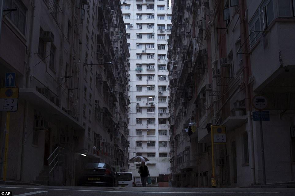 """Chùm ảnh mới nhất về những """"căn hộ quan tài"""" gây ám ảnh ở Hồng Kông - 1"""