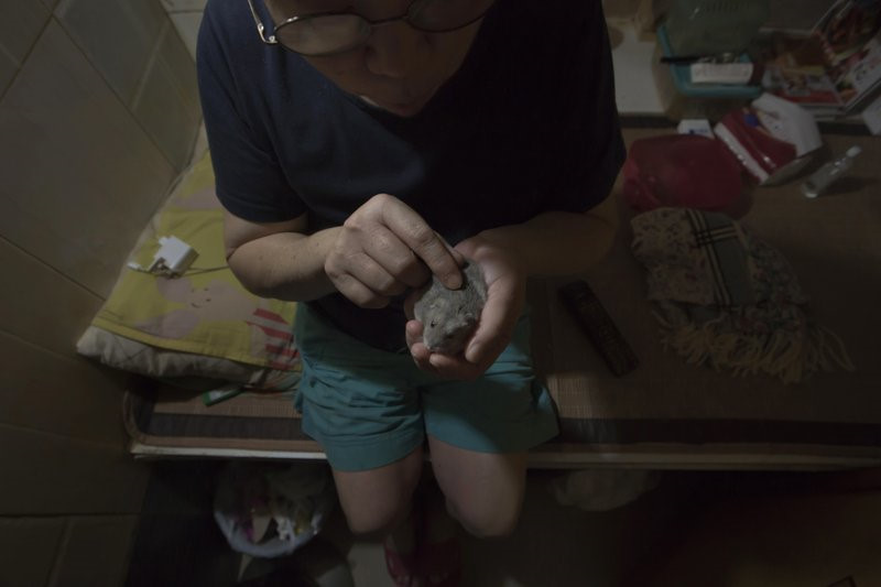 """Chùm ảnh mới nhất về những """"căn hộ quan tài"""" gây ám ảnh ở Hồng Kông - 2"""
