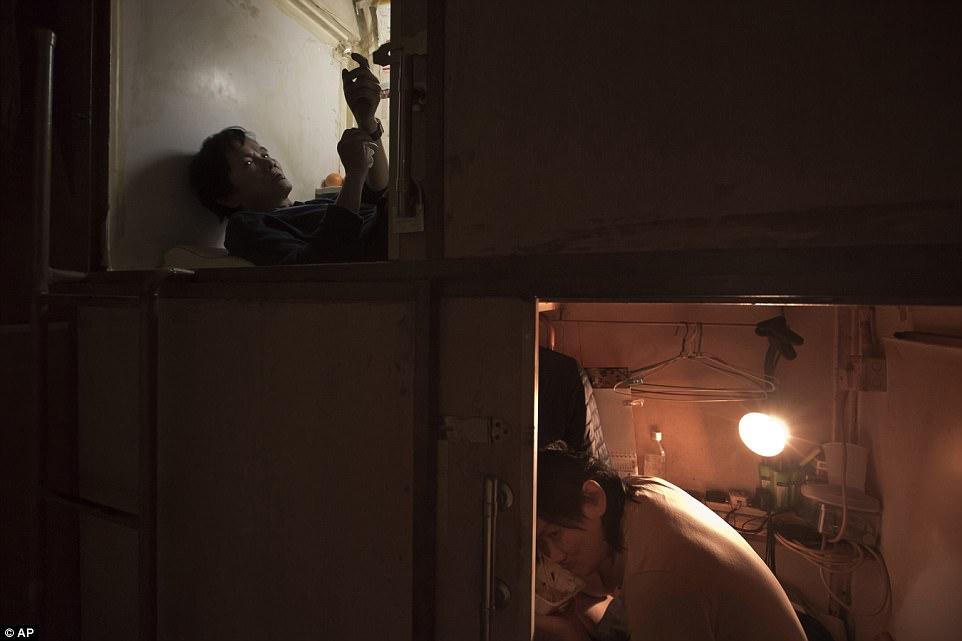 """Chùm ảnh mới nhất về những """"căn hộ quan tài"""" gây ám ảnh ở Hồng Kông - 5"""