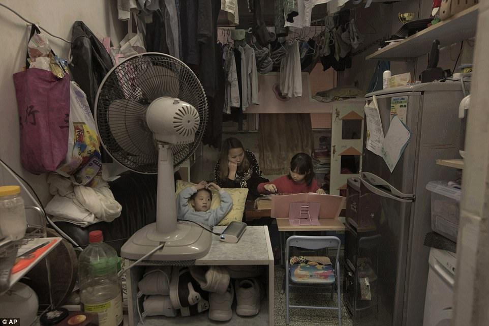 """Chùm ảnh mới nhất về những """"căn hộ quan tài"""" gây ám ảnh ở Hồng Kông - 4"""