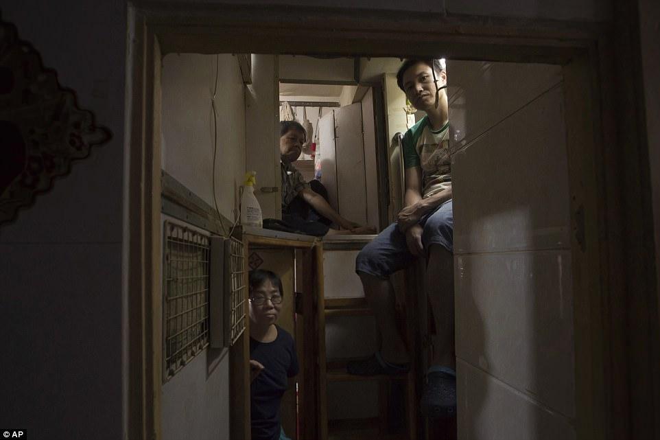 """Chùm ảnh mới nhất về những """"căn hộ quan tài"""" gây ám ảnh ở Hồng Kông - 3"""