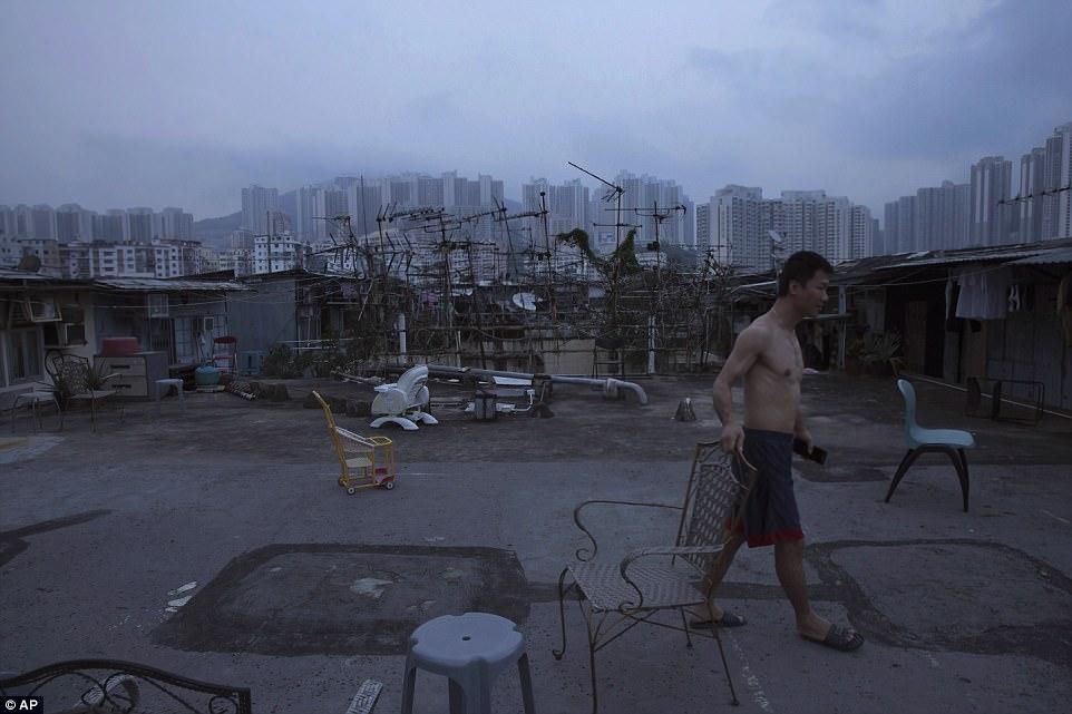 """Chùm ảnh mới nhất về những """"căn hộ quan tài"""" gây ám ảnh ở Hồng Kông - 15"""