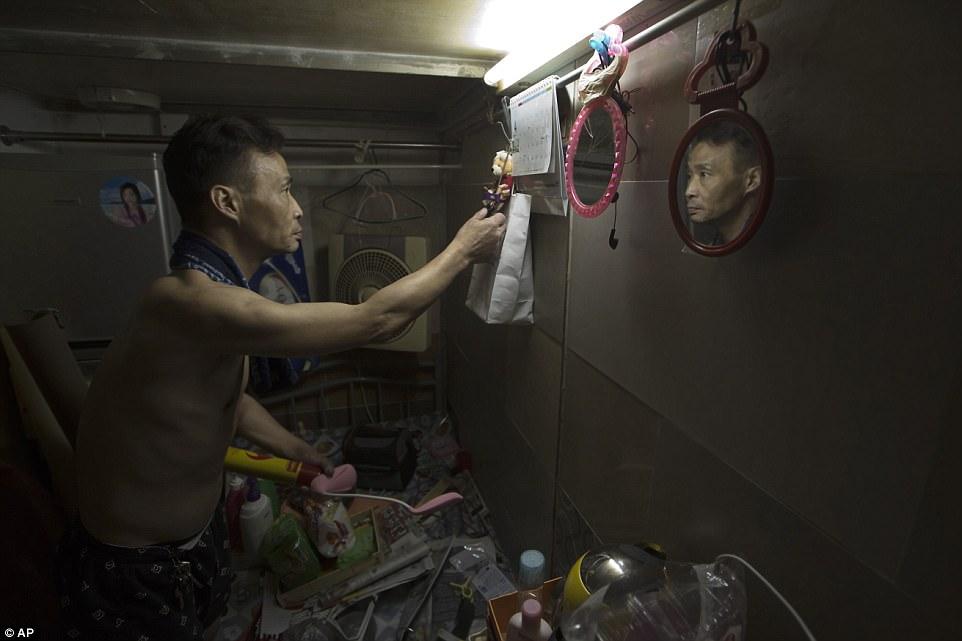 """Chùm ảnh mới nhất về những """"căn hộ quan tài"""" gây ám ảnh ở Hồng Kông - 13"""