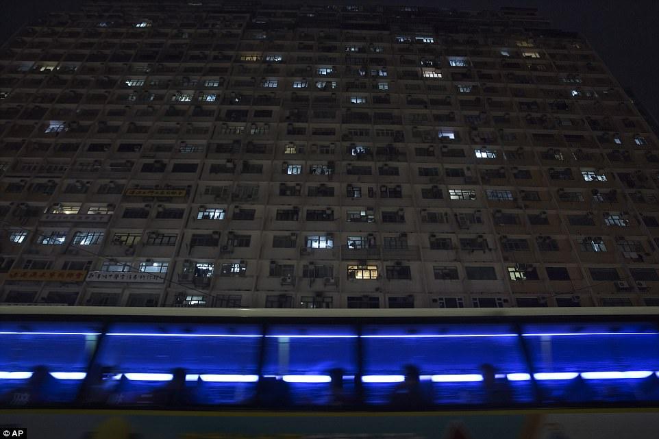 """Chùm ảnh mới nhất về những """"căn hộ quan tài"""" gây ám ảnh ở Hồng Kông - 14"""