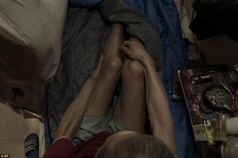 """Chùm ảnh mới nhất về những """"căn hộ quan tài"""" gây ám ảnh ở Hồng Kông - 11"""