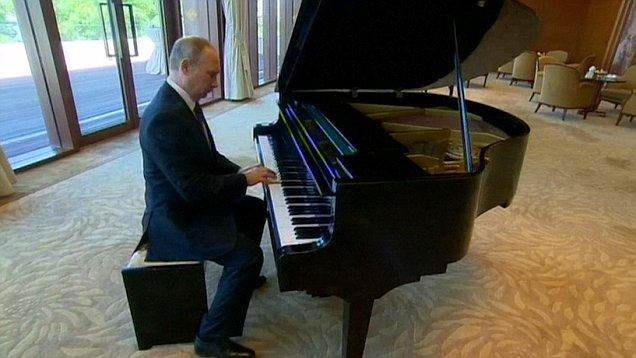 Putin không vui vì lộ video chơi piano khi chờ ông Tập - 1