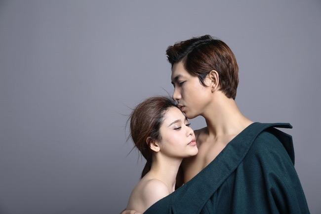 Ai cũng tưởng vợ chồng Tim - Trương Quỳnh Anh vô cùng táo bạo trong bộ ảnh khỏa thân nóng bỏng này.