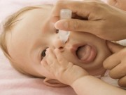 Sức khỏe đời sống - Rửa mũi, họng cho trẻ ngày hè, cha mẹ cần lưu ý gì?