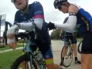 Thể thao - Sốc: Đua xe trên quốc lộ, cua-rơ bị tài xế cho ăn đạn