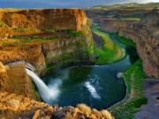 """""""Đứng hình"""" trước những thác nước đẹp như tranh vẽ"""