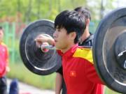 """Bóng đá - U20 Việt Nam: Thầy Tuấn khiến các thủ môn """"bay như chim"""""""