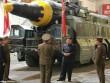 Ảnh hiếm Kim Jong-un thị sát tên lửa tầm xa đời mới