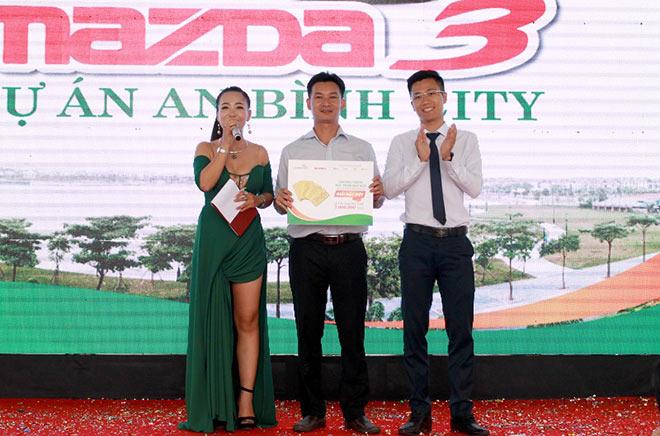 Tìm được chủ nhân may mắn mua An Bình City nhận giải đặc biệt xe ô tô Madza 3 - 4