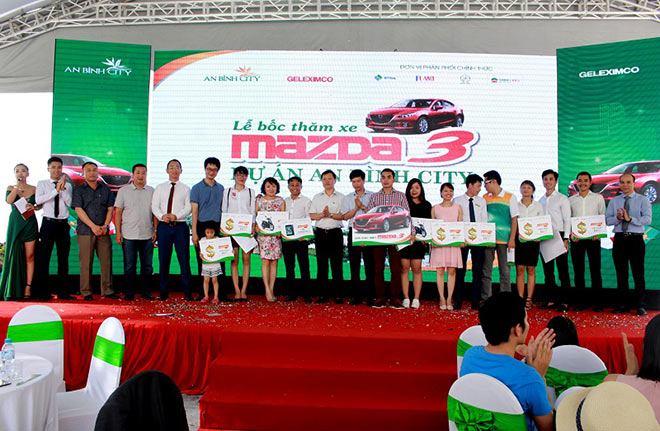 Tìm được chủ nhân may mắn mua An Bình City nhận giải đặc biệt xe ô tô Madza 3 - 5