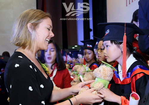 1.678 học viên VUS nhận chứng chỉ quốc tế Cambridge - 2