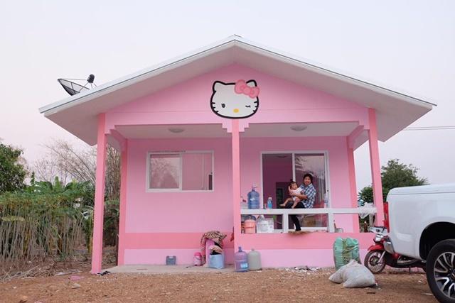 Bố mẹ của năm: Bỏ trăm triệu xây nhà Kitty hồng rực cho con gái - 1