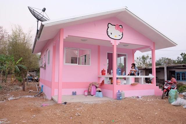Bố mẹ của năm: Bỏ trăm triệu xây nhà Kitty hồng rực cho con gái - 2