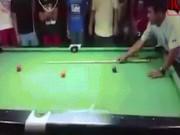 Thể thao - Cao thủ võ thuật chơi bi-a: Múa gậy bóng tự vào lỗ