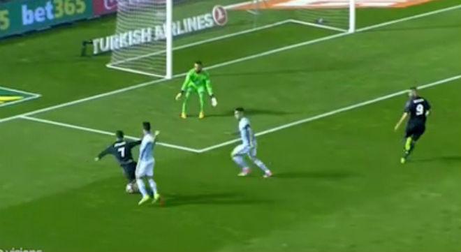 Real thoát penalty, Ronaldo thoát treo giò: Trọng tài bị tố tiếp tay - 3