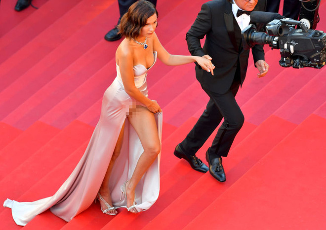 """Hot girl Hollywood nổi """"bần bật"""" tại Cannes vì sự cố váy xẻ sâu - 2"""