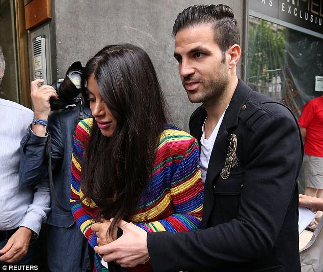 """Khi Messi, Suarez không quần đùi, áo số đi mở hàng cho """"gấu"""" - 6"""