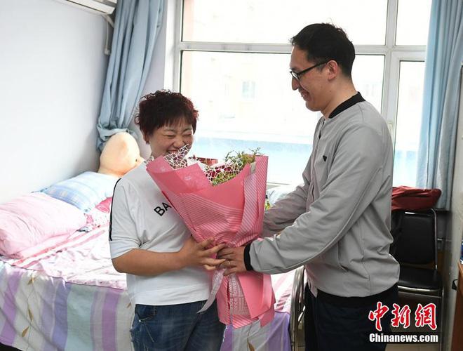 """Bị chồng bỏ, cô nàng Trung Quốc giảm 121 kg và nhận """"quả ngọt"""" - 3"""