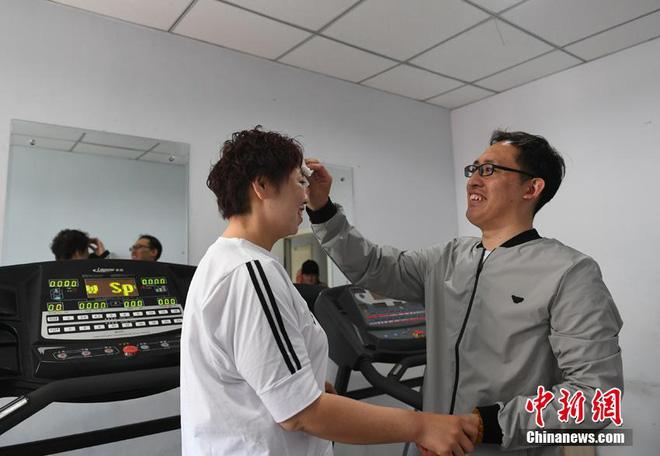 """Bị chồng bỏ, cô nàng Trung Quốc giảm 121 kg và nhận """"quả ngọt"""" - 4"""