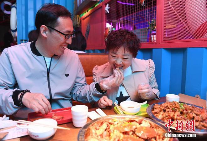 """Bị chồng bỏ, cô nàng Trung Quốc giảm 121 kg và nhận """"quả ngọt"""" - 6"""