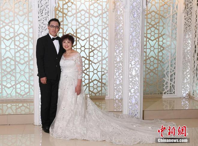 """Bị chồng bỏ, cô nàng Trung Quốc giảm 121 kg và nhận """"quả ngọt"""" - 9"""