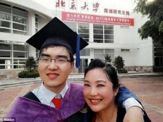 Câu chuyện cảm động của chàng trai bại não thi đỗ Đại học Harvard