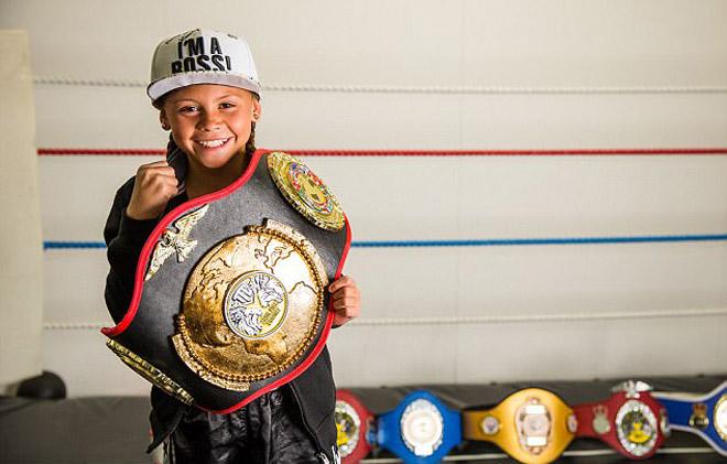 """""""Nữ hoàng UFC"""" tương lai: 10 tuổi giữ 12 đai vô địch - 1"""