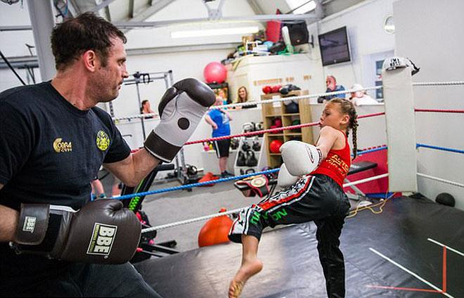 """""""Nữ hoàng UFC"""" tương lai: 10 tuổi giữ 12 đai vô địch - 5"""