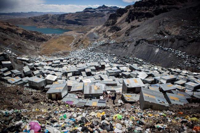 """Cuộc sống """"nghèo không thể tả"""" ở thành phố cao nhất thế giới - 1"""
