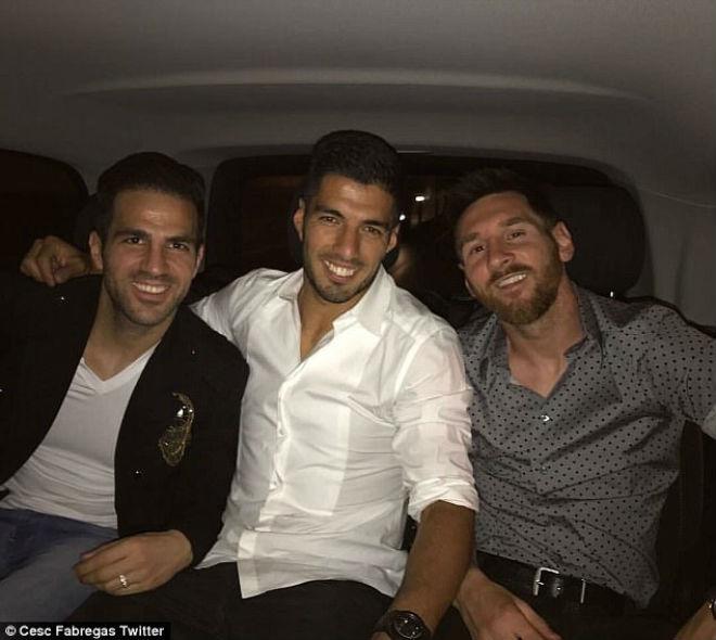 Tin HOT bóng đá tối 18/5: Barcelona mua lại Fabregas? - 1