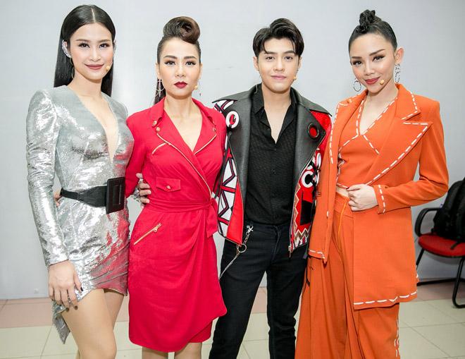 Bạn gái xinh đẹp cổ vũ Hoài Lâm hát Chung kết The Voice - 11