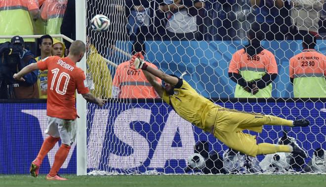 """MU yên tâm đấu 11m với Ajax: Nhờ """"Vua penalty"""" Romero - 3"""